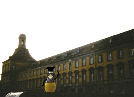 Orangina Maskottchen Bulby an der Uni Bonn
